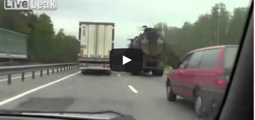 Captado en Vídeo Como Muere Al Caerse De Un Avión -