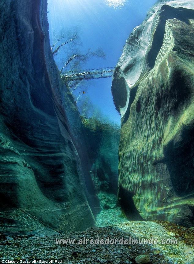 agua muy clara alrededor del mundo
