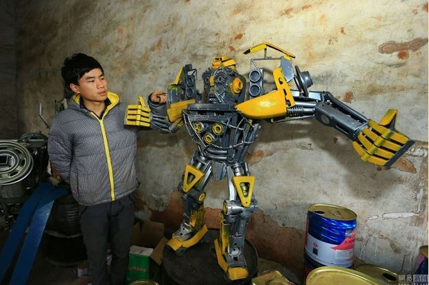 Padre e hijo convierten partes de coches en increibles Transformers 4